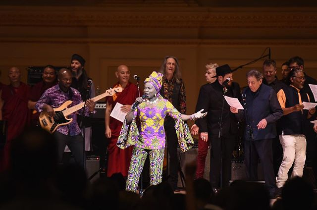 Beautiful night @carnegiehall for @tibethouse.us during an amazing concert directed by @philipglassmusic w/ so many friends: @JonBatiste, @Laurieandersonofficial, @BlondieOfficial, @thisispattismith, @JasonIsbell, @nathanielrateliff, @tenzinchoegyal and @colbertlateshow!