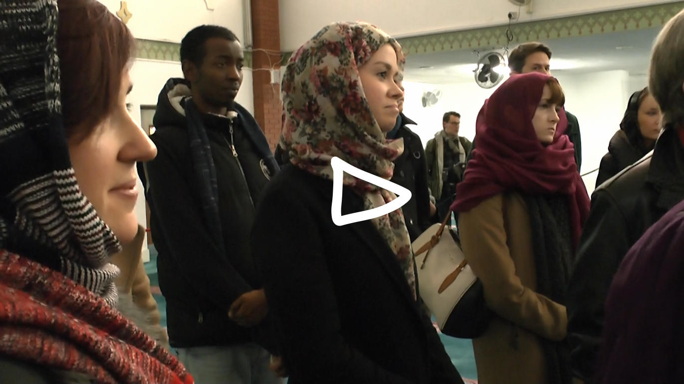 """TV PACKAGE: Londoners come out in droves for """"Visit My Mosque"""" Day [Click to play]"""