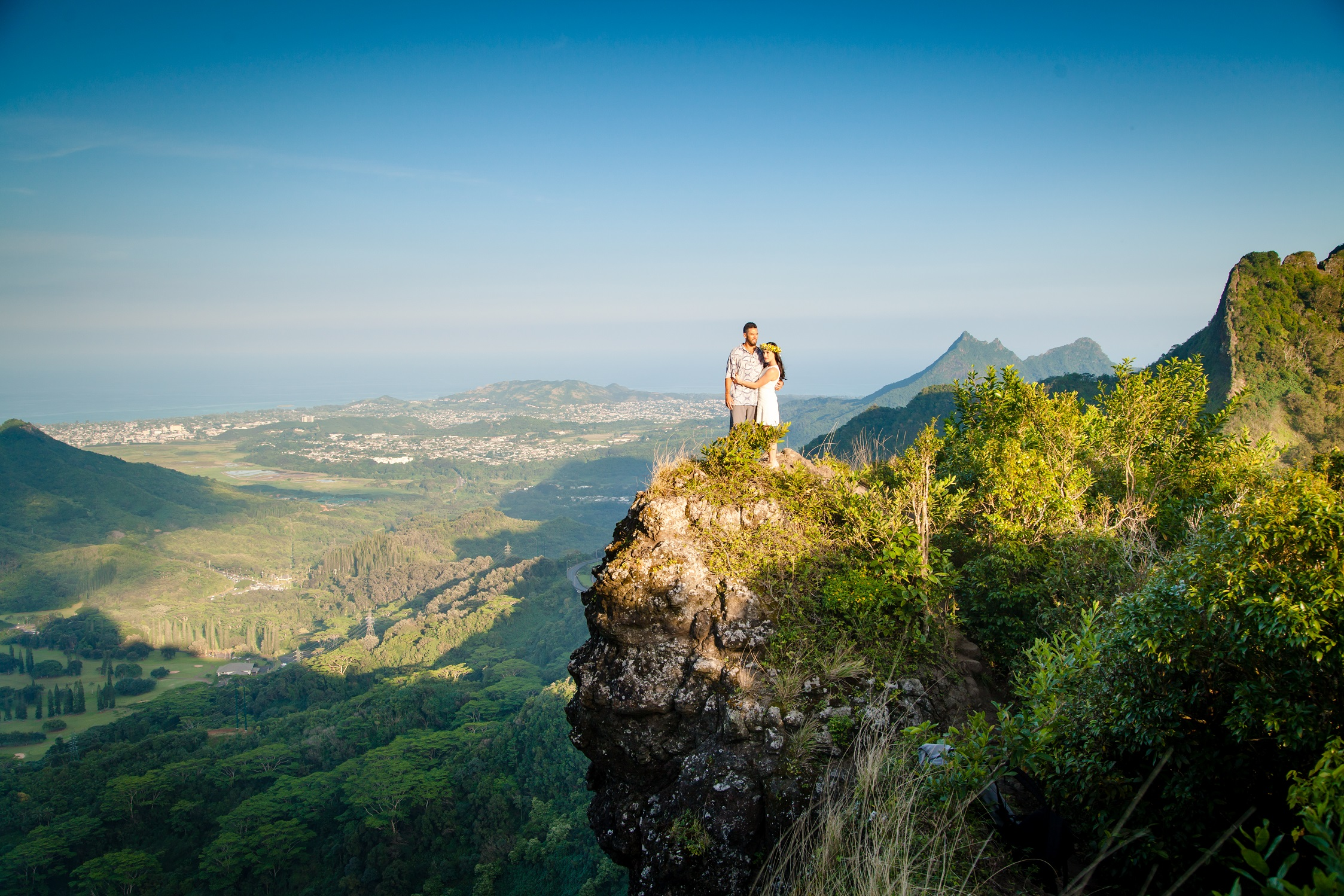 Engagement Session, steep hike at the Pali Highway