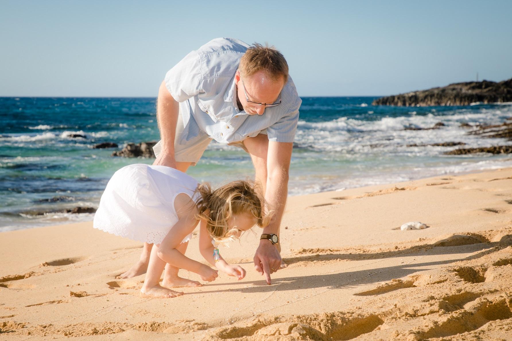 grandpa grandkid family beach photos
