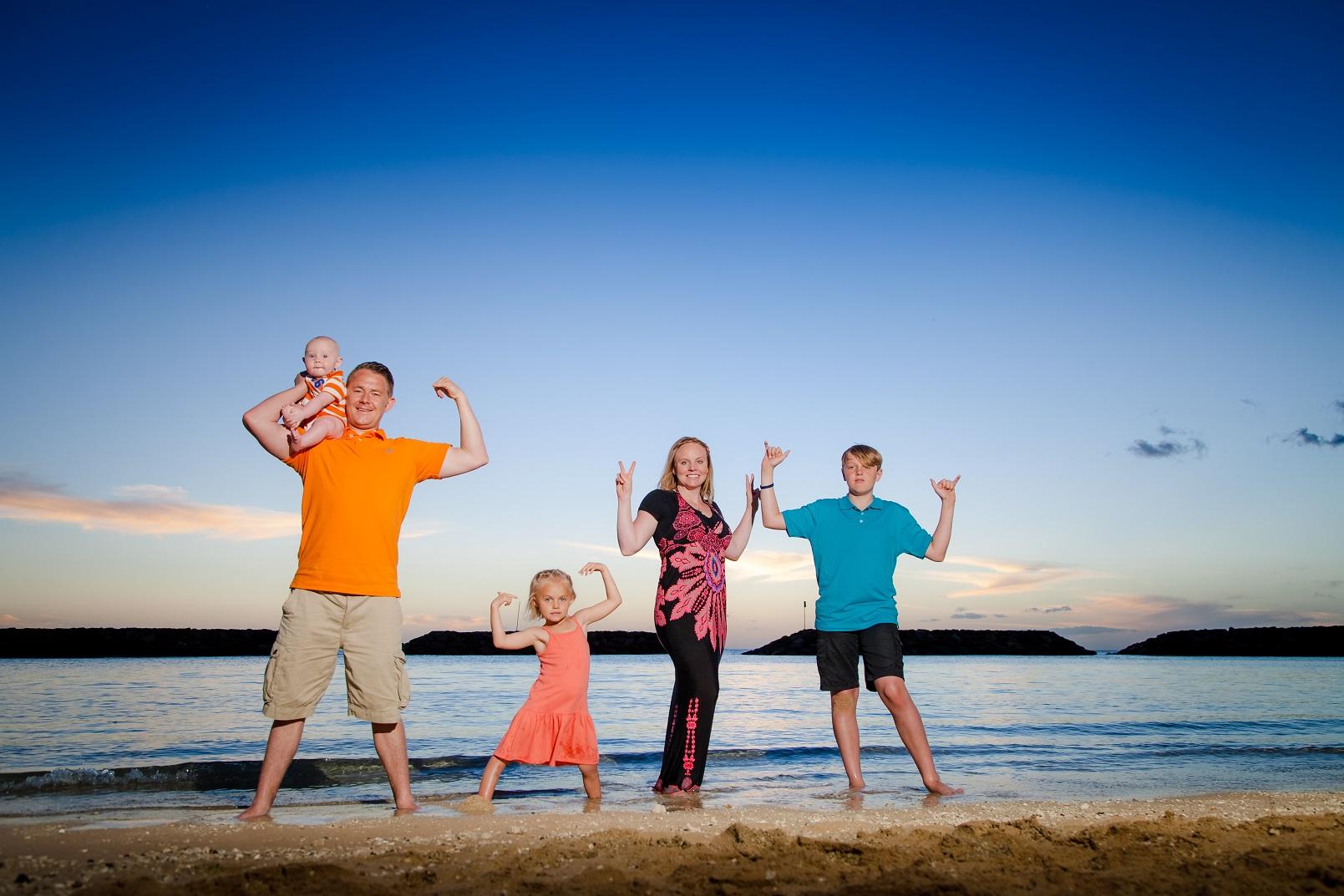 waikiki family beach portraits photographer