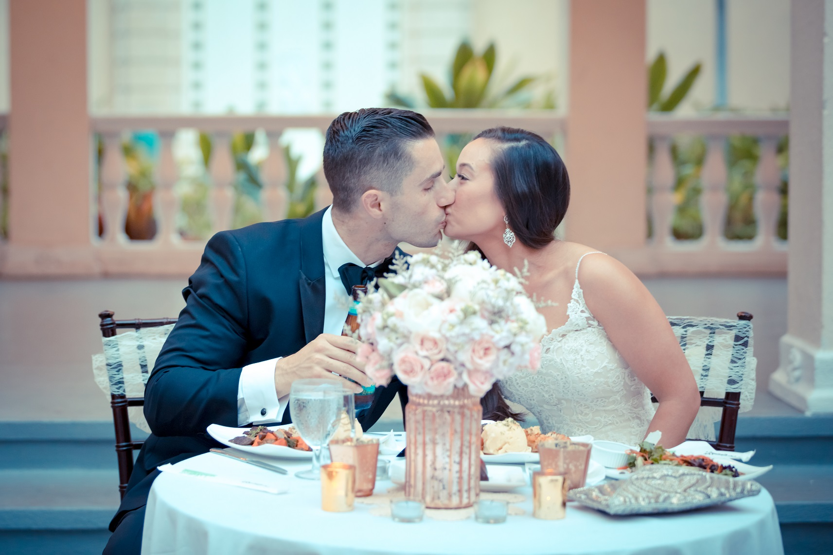 wedding reception kiss oahu hawaii photographer