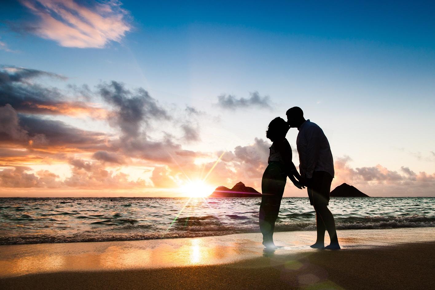 sunrise couples portrait lanikai oahu