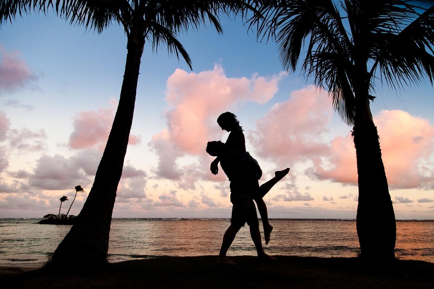 couples engagement silhouette portrait oahu