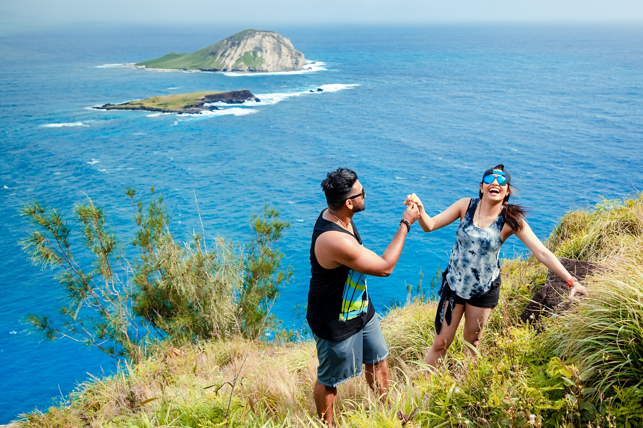he proposed she accepted on oahu hike