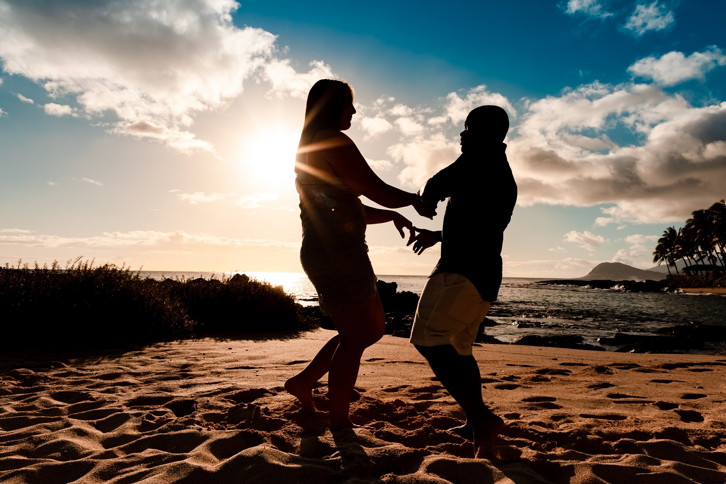couples silhouette romantic dance beach ko olina