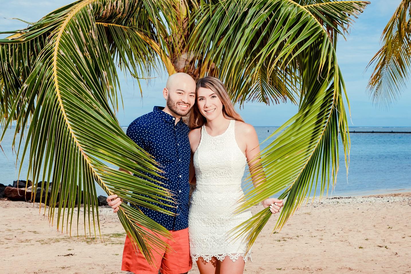 oahu beach couples photographer poses honolulu