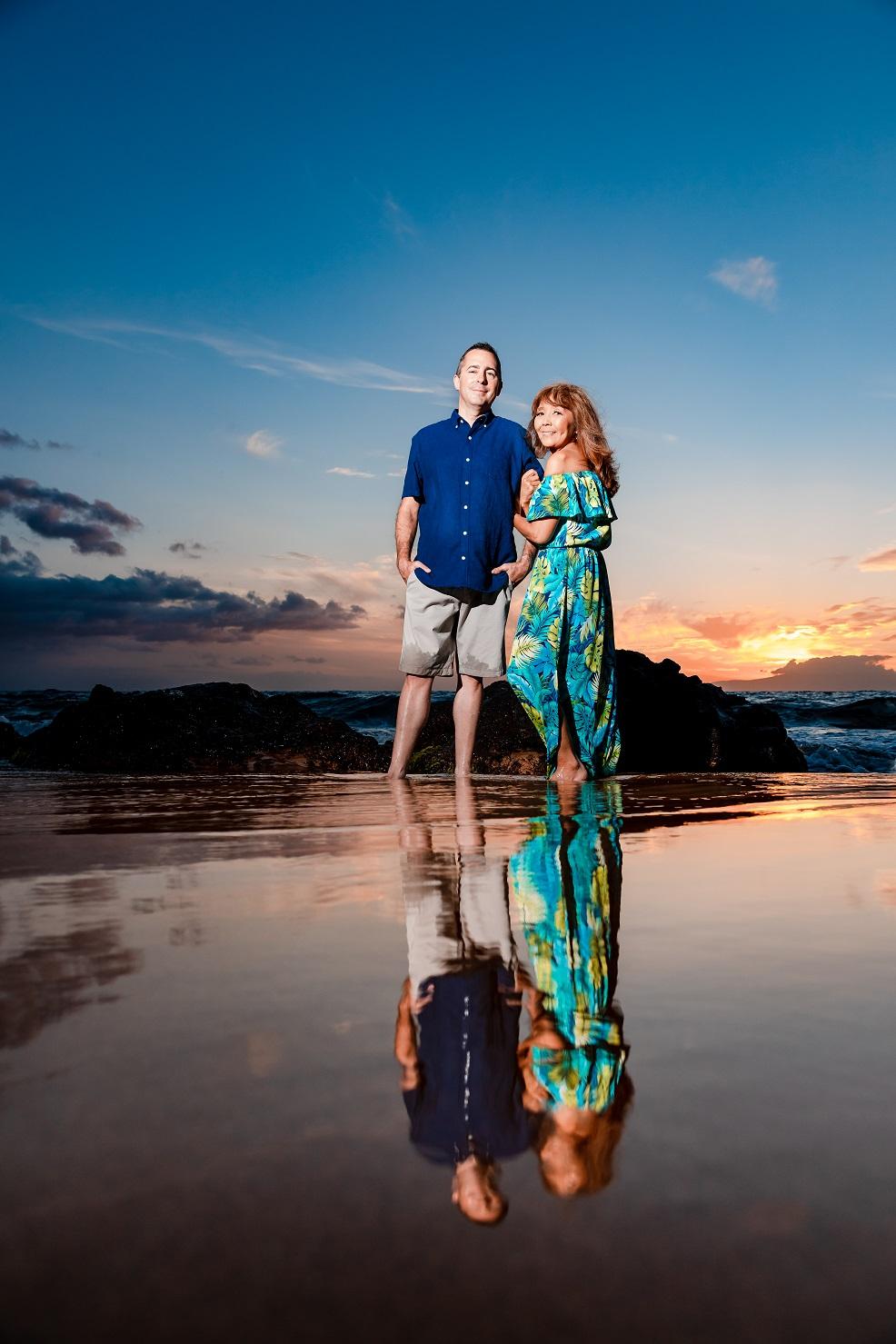 maui couples portrait reflection ocean sunset