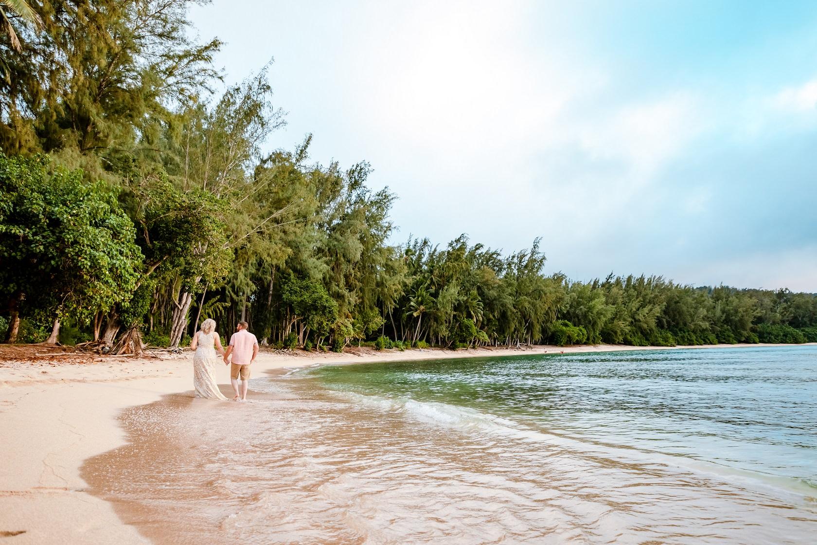 couples 10th anniversary oahu beach photo