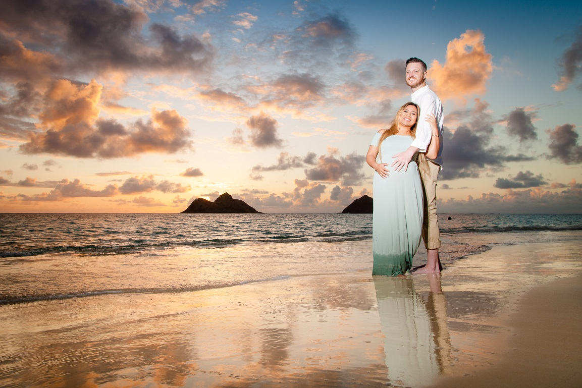 babymoon maternity baby bump photographer beach sunset