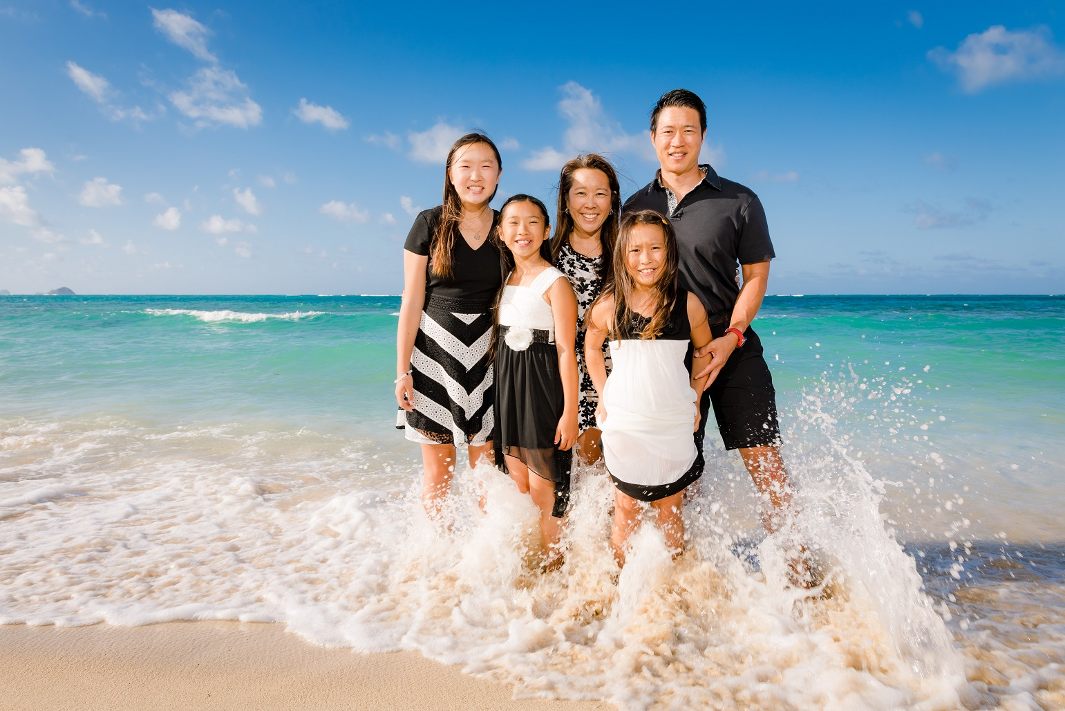 family portrati on beach in oahu hawaii surf waves