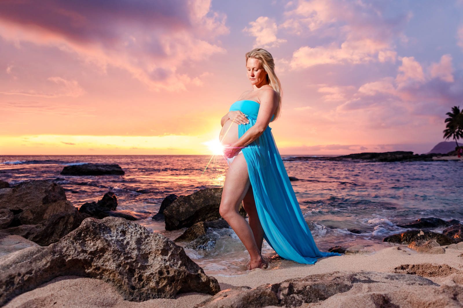 pink sunset maternity babymoon portrait ocean maui hawaii