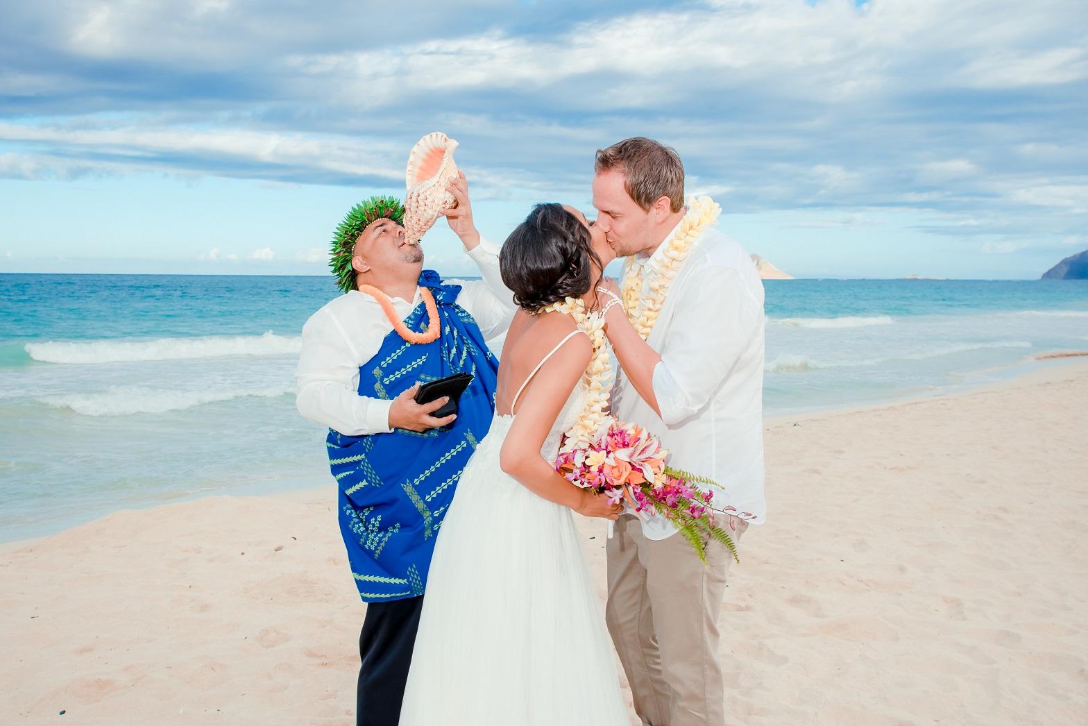 beach bride groom wedding kiss oahu hawaii