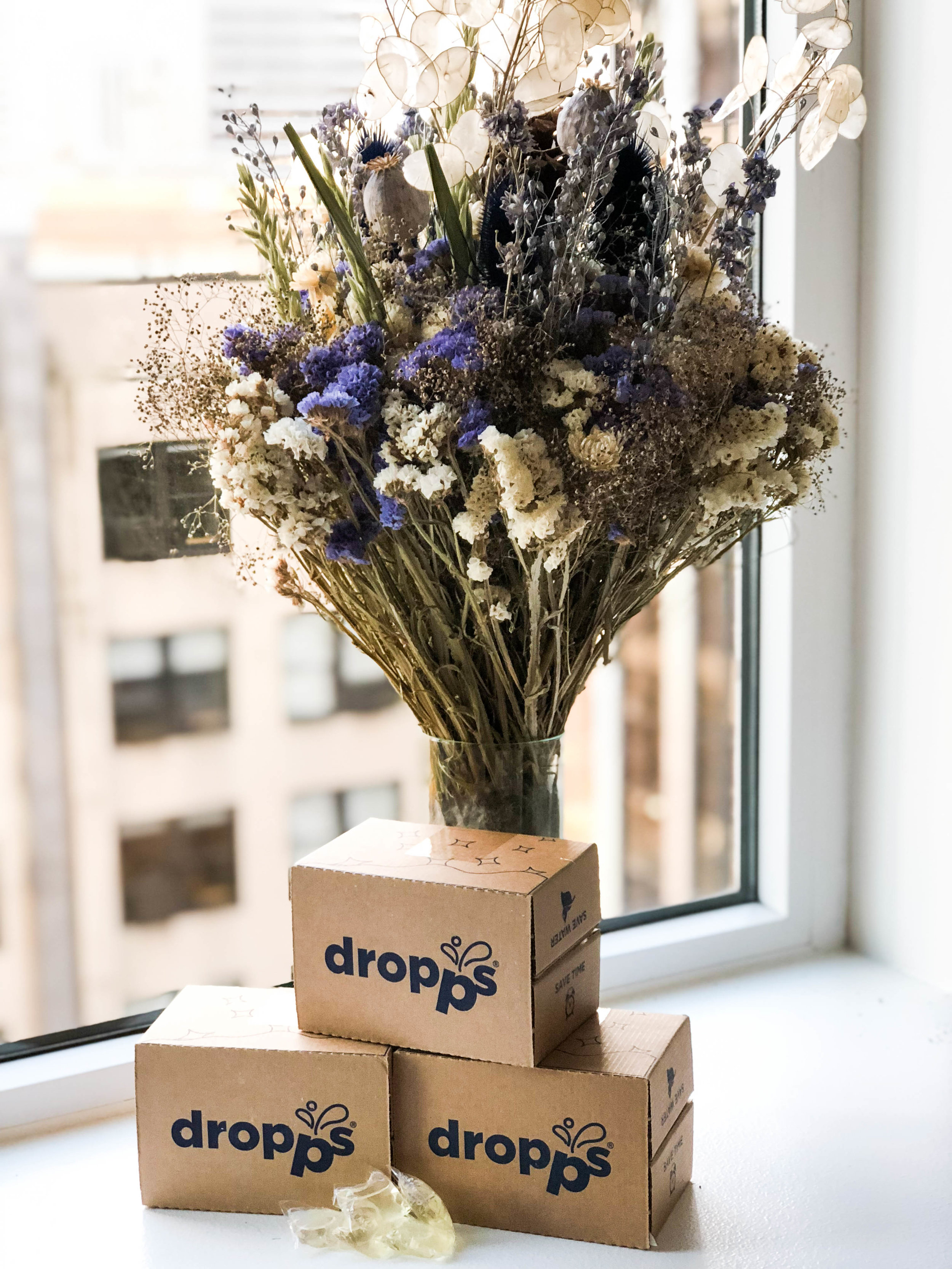 Featuring  Dropps  laundry detergent + recycled glass vase from  Newly