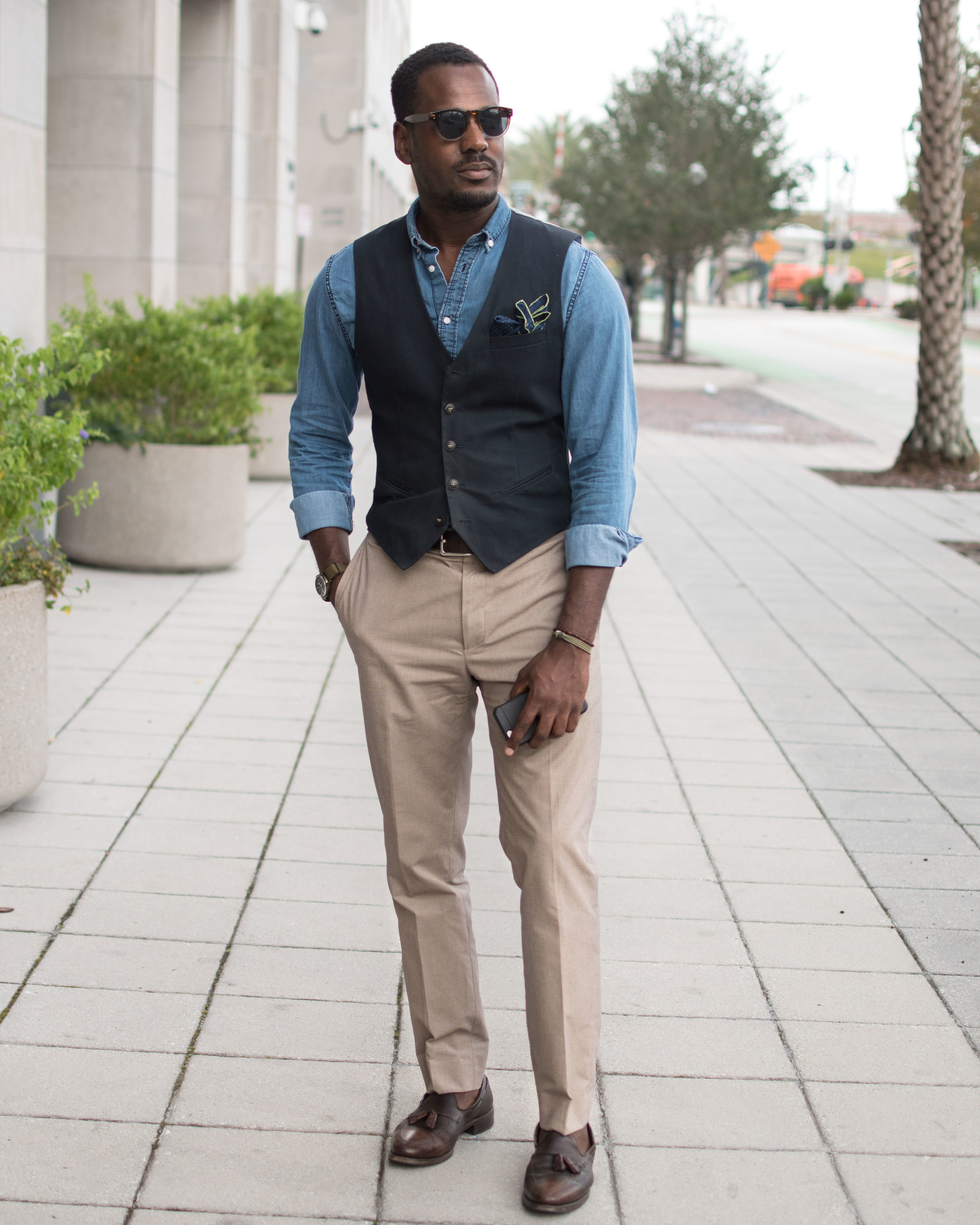 One thing I discovered with cotton is how much of a perennial role it plays in my varied⠀ wardrobe. Loving how easy it is to incorporate it into my dapper outfits.@DiscoverCotton⠀ #GregsStyleGuide #ShopCotton