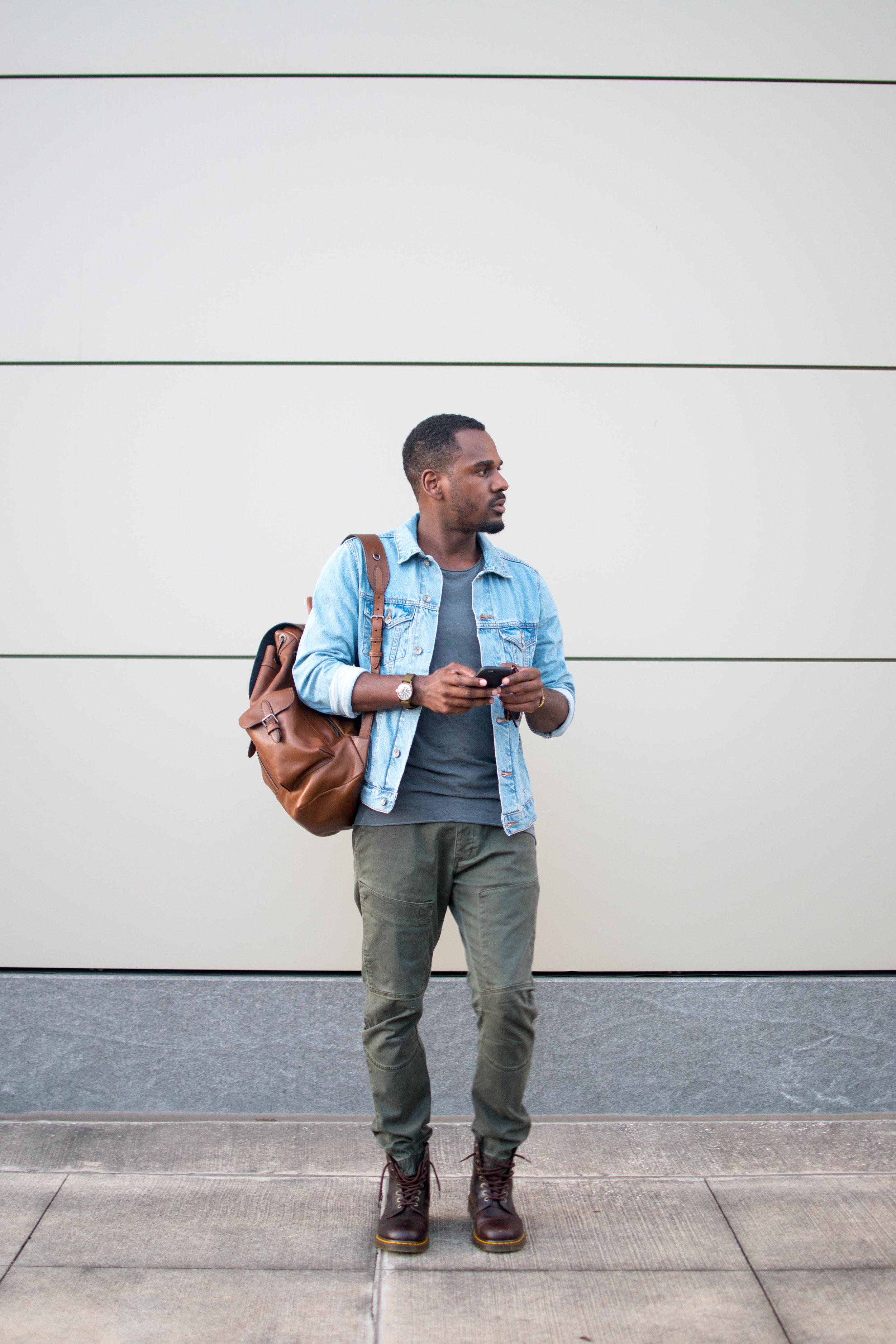These green joggers are getting so much play this fall in my relaxed looks! I've been⠀ paying a lot more attention to the materials of my clothing lately. These joggers are made out of⠀ cotton, so they're comfortable and breathable. Joggers like these are definitely a fall closet⠀ essential!!⠀ @DiscoverCotton #GregsStyleGuide#ShopCotton