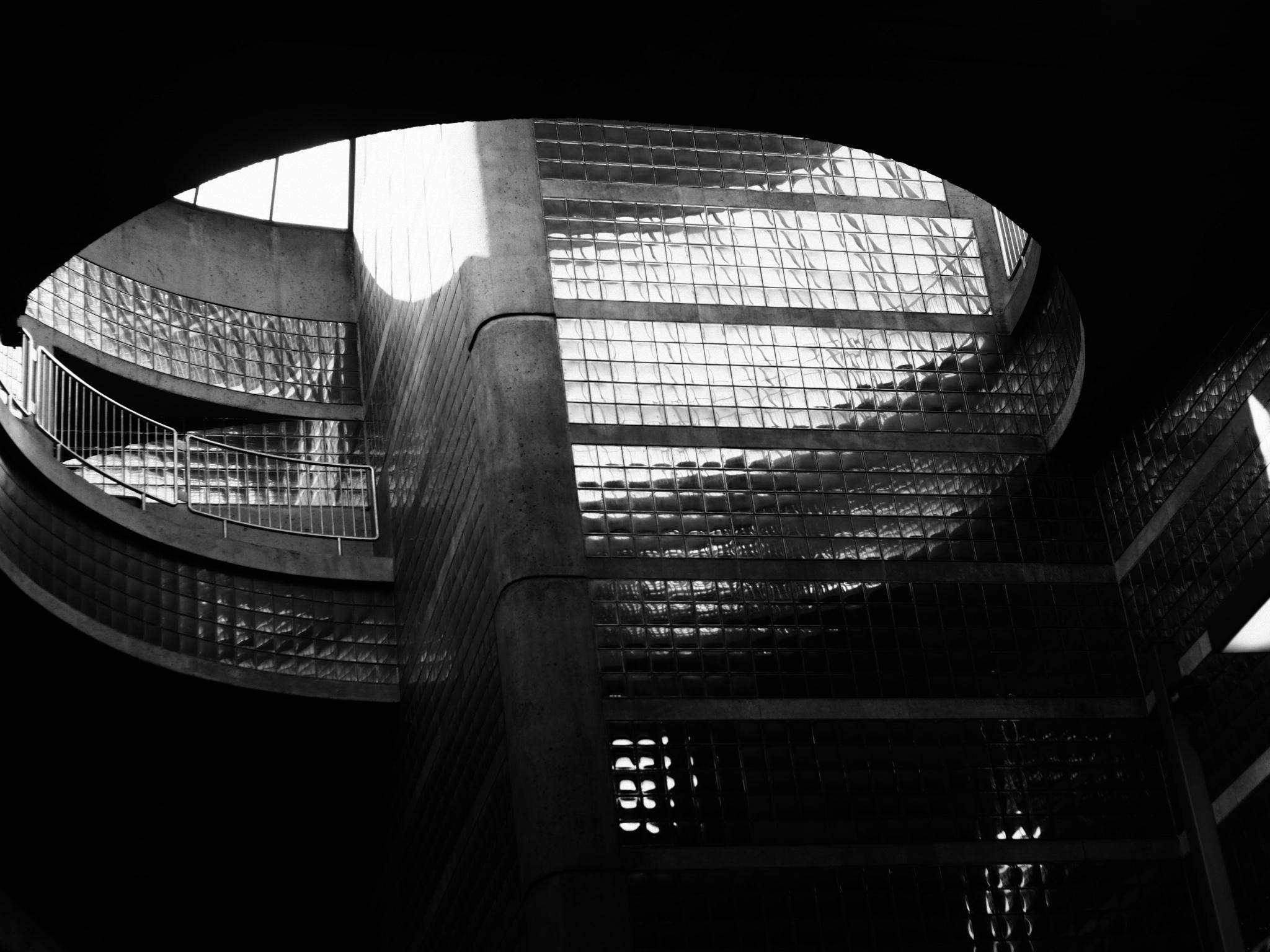 lenoxshotit photography black and white montreal subway 2018.jpg