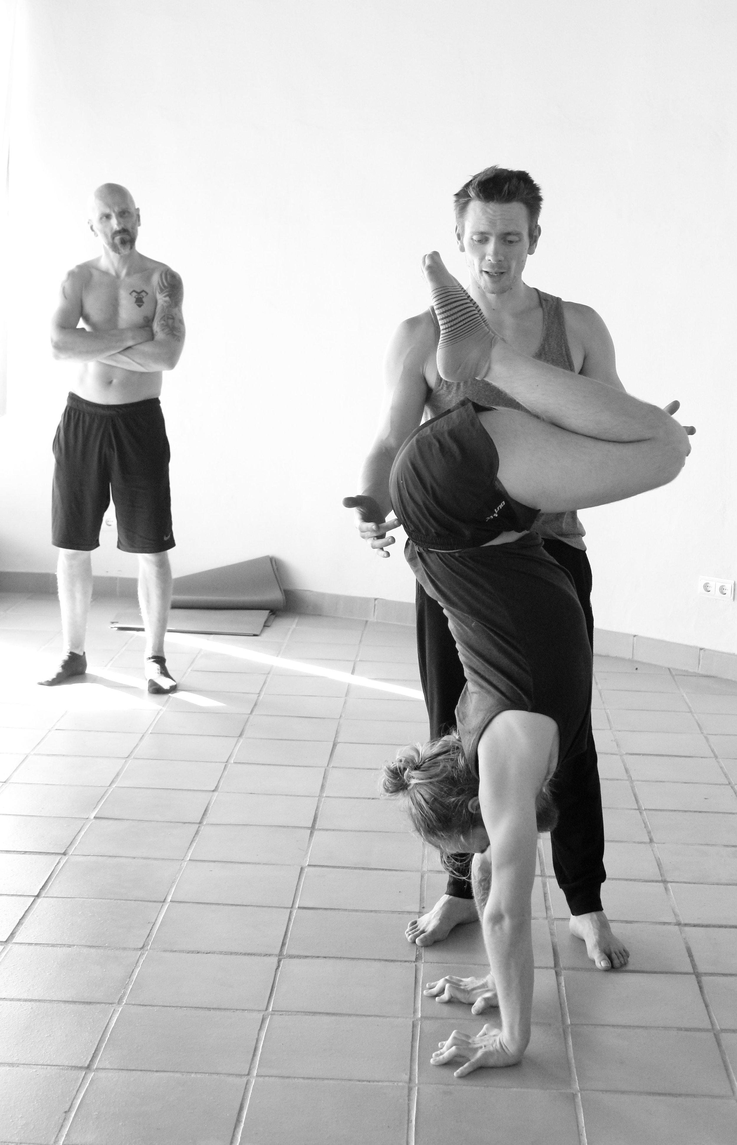 Inertia Retreat Saturday Afternoon_Mikael Handbalancing_Seve_11.jpg