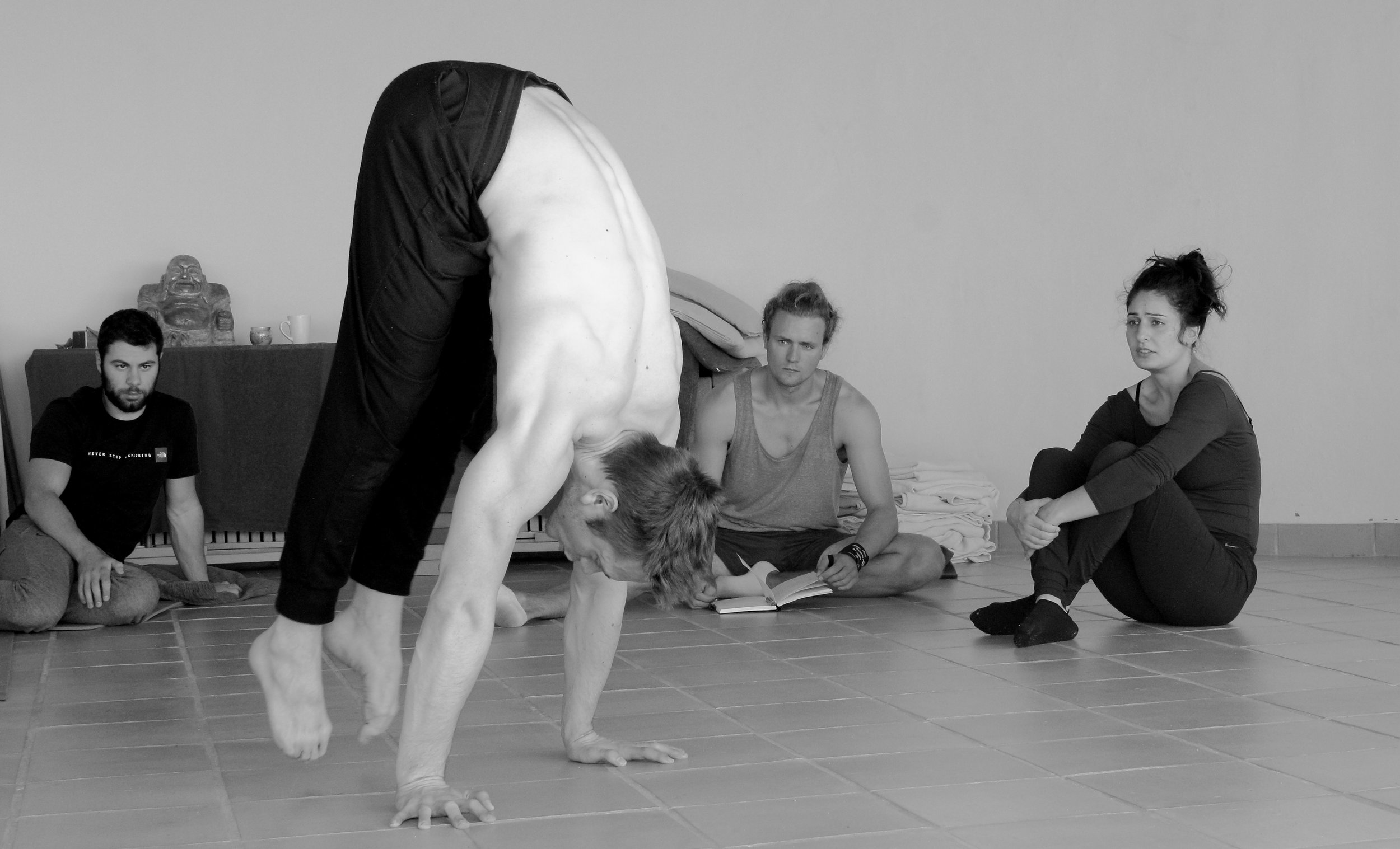 Monday Morning_Mikael Handbalancing_Seve_3.jpg