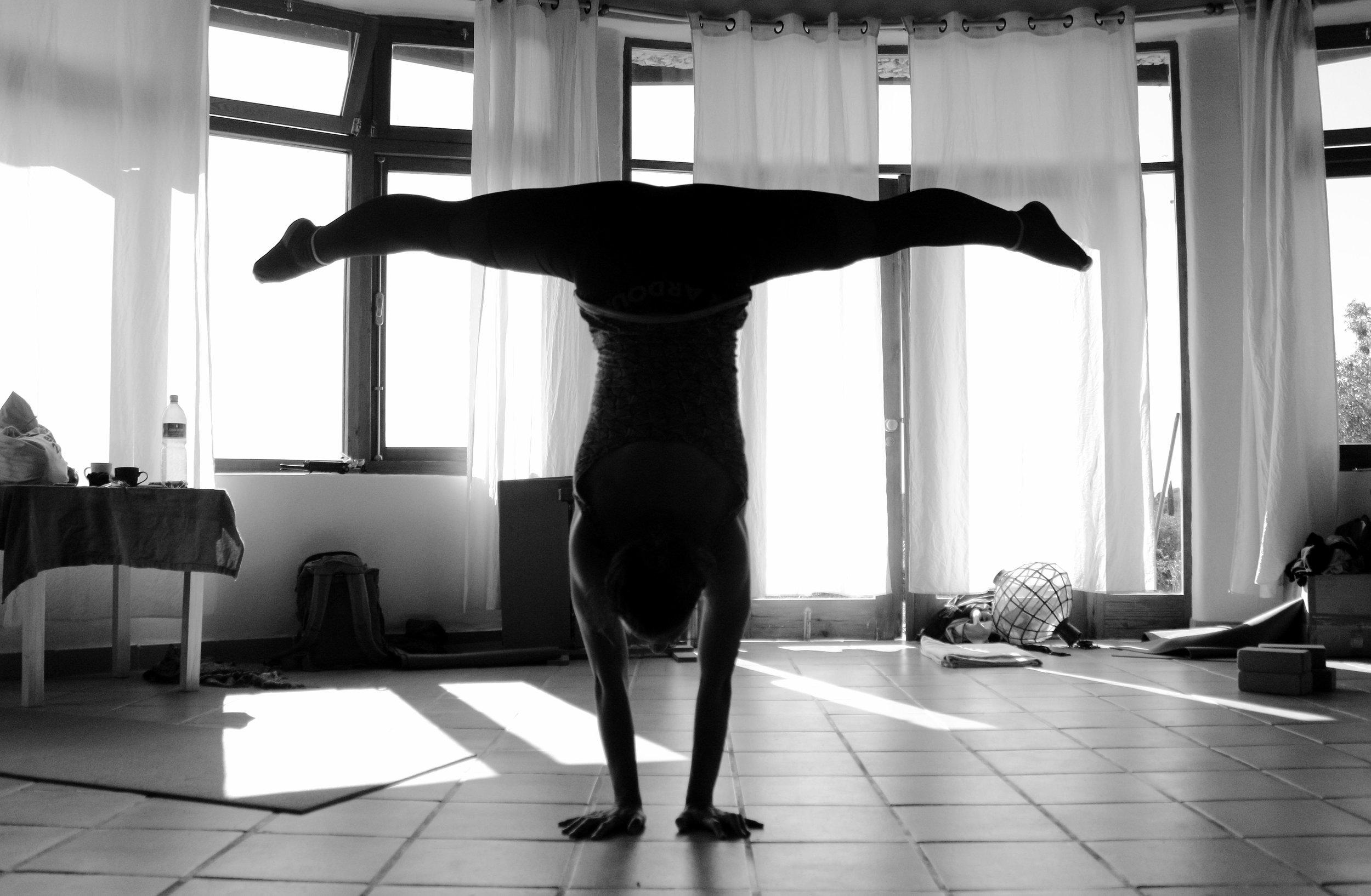 Monday Morning_Mikael Handbalancing_Seve_7.jpg
