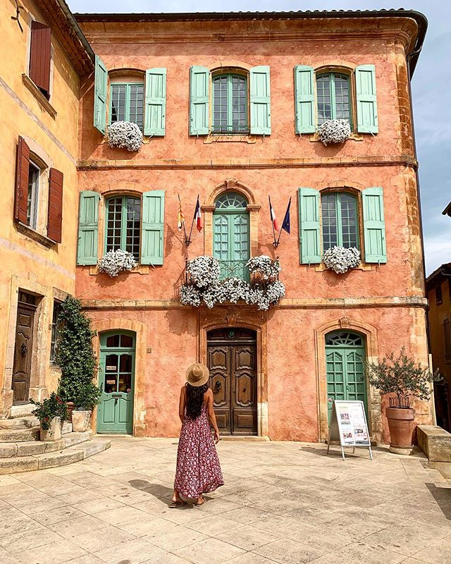 The beautiful reds of Roussillon, France.  This town in the Luberon mountains is famous for the ochres, the deep yellow, orange and red pigments found naturally in the clay of the hillsides🎨 #roussillon #luberon #provence #france #travel #mostbeautifulvillagesoffrance . #travelphotography #familyadventures #mountains #naturalpaints #ocre #ochre #naturalart #explore