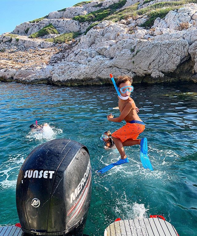 Woohoo 🐠 Soaking up every last minute of summer. Exploring the Calanques of Marseille was so cool. The kids sure loved snorkeling in little coves and swimming into the caves. They even saw a moray eel 😳. #calanques #adventure #marseille #france #familytravel. @denisemichelleski @thomassergediaz  #travel #travelphotography #provence #snorkeling #mondaymotivation #charlestownheadbandclub #bluegrotto