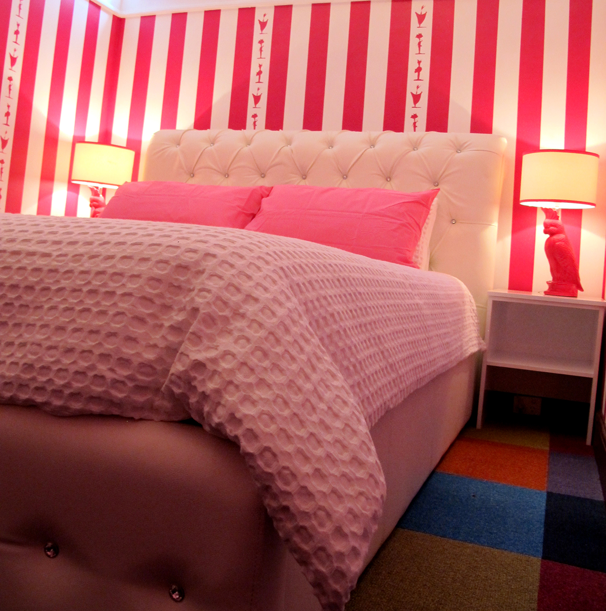 palace-hotel-priscilla-suite-pinkbed_2.jpg