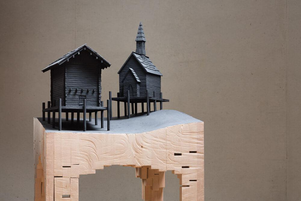 Lift off, 2014 legno e colore acrilico 150,6 x 70,6 x 70,6 cm