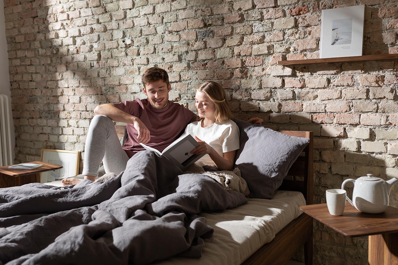 Gut schlafen – entspannt aufwachen. Gönn dir und deinen Möbeln reine Natur. - Zum Schlafen-Sortiment