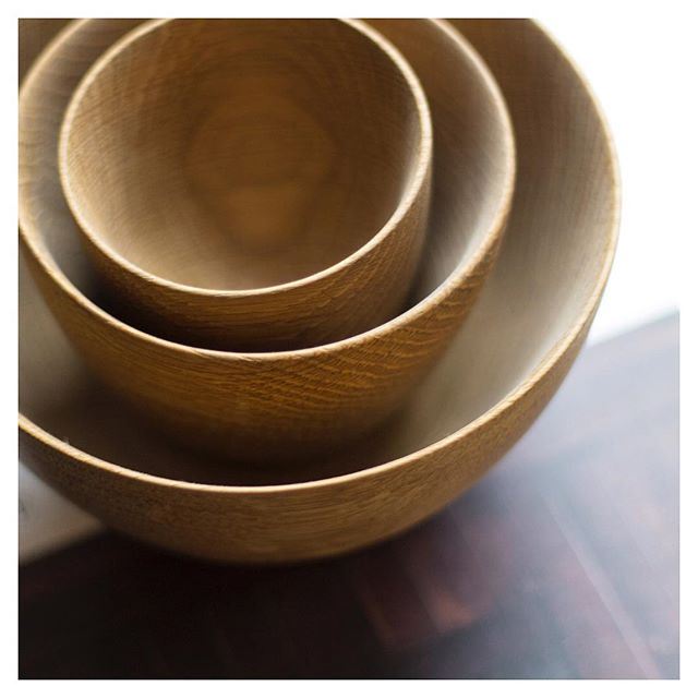 Inspired by @thisishomebook - here is the first item from my home that I feel represents me. I bought these stunning bowls at the @madebybenchmark showroom. I loved them for their grain and texture. Their fine edges can only be achieved by impeccable craftsmanship. These bowls bring nature and  beauty into my home. They bring me back to basics and remind me of how the best designs are simple and timeless. . . #interiors #cotswolds #inspiration #interiordesign #myhome #bowls #design #woodworking #handmade #sarahahluwalia #saaldesign #craftsmanship