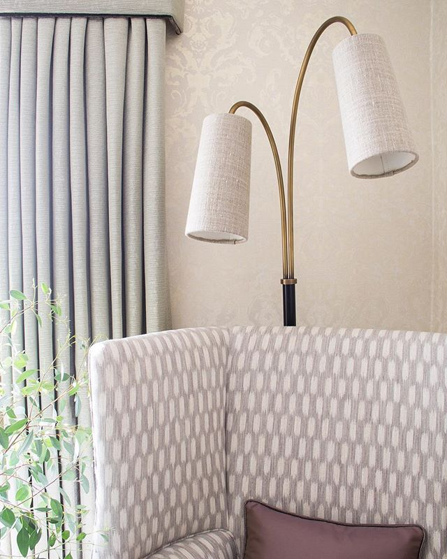Love this reading corner - great combination of natural light and a stunning floor lamp. The linen shades are my favourite detail. . . #readingcorner #readinglight #lamp #floorlamp #linen #details #design #interiordesign #interiordesigner #interiors #natural #light #armchair #leamingtonspa #cotswolds #sarahahluwalia #saaldesign #livingroom