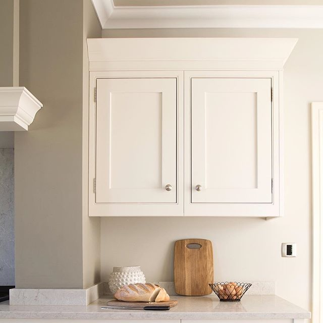 Simplicity and warmth. . . Kitchen design @callistahoughton_ . . #interiordesign #instahome #interiors #interiordesigner #kitchendesign #kitchen #design #cotswolds #leamingtonspa #warwickshire #saaldesign #sarahahluwalia #simplicity #warmth #calm
