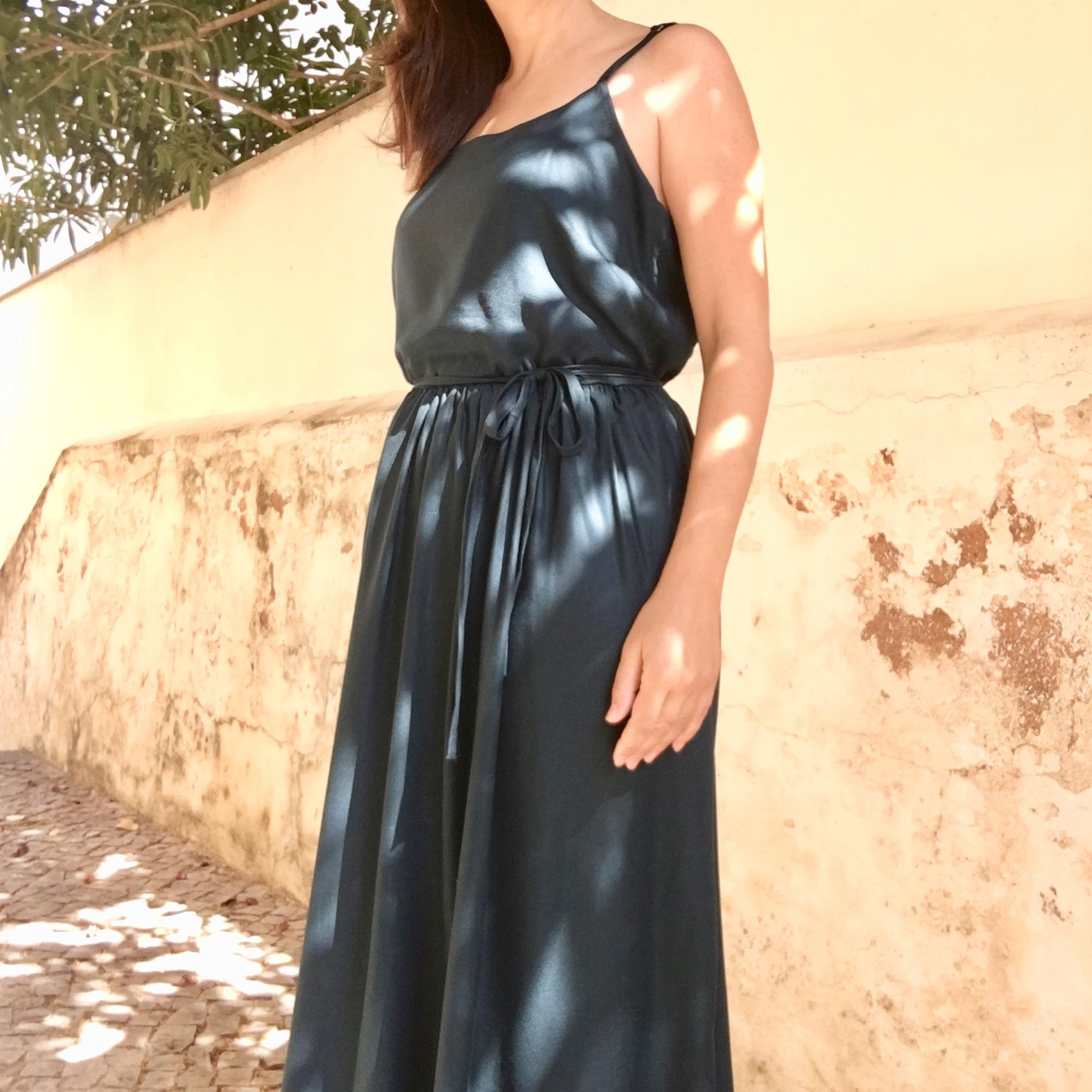 Catarina dress by Seamwork magazine , in  Atelier Brunette's Forest crepe