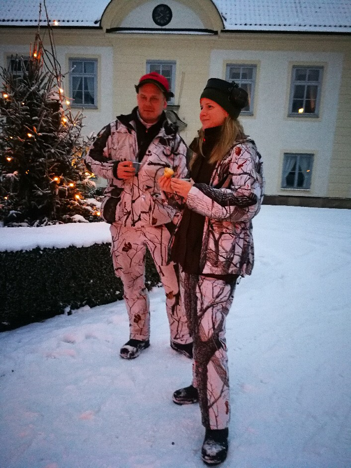 Emma Andersson och Jonas Hamner på vinnarjakten på Herresta säteri. Foto: Stephan Pakh