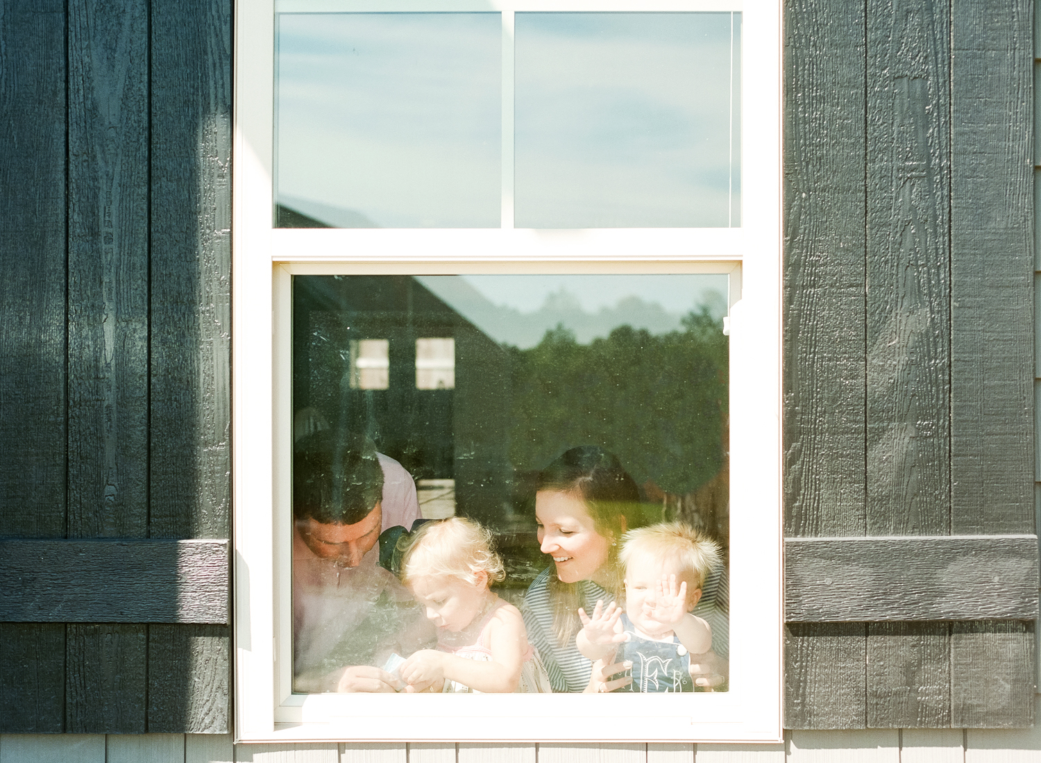 lifestyle-photographer-film-raleigh-family-home