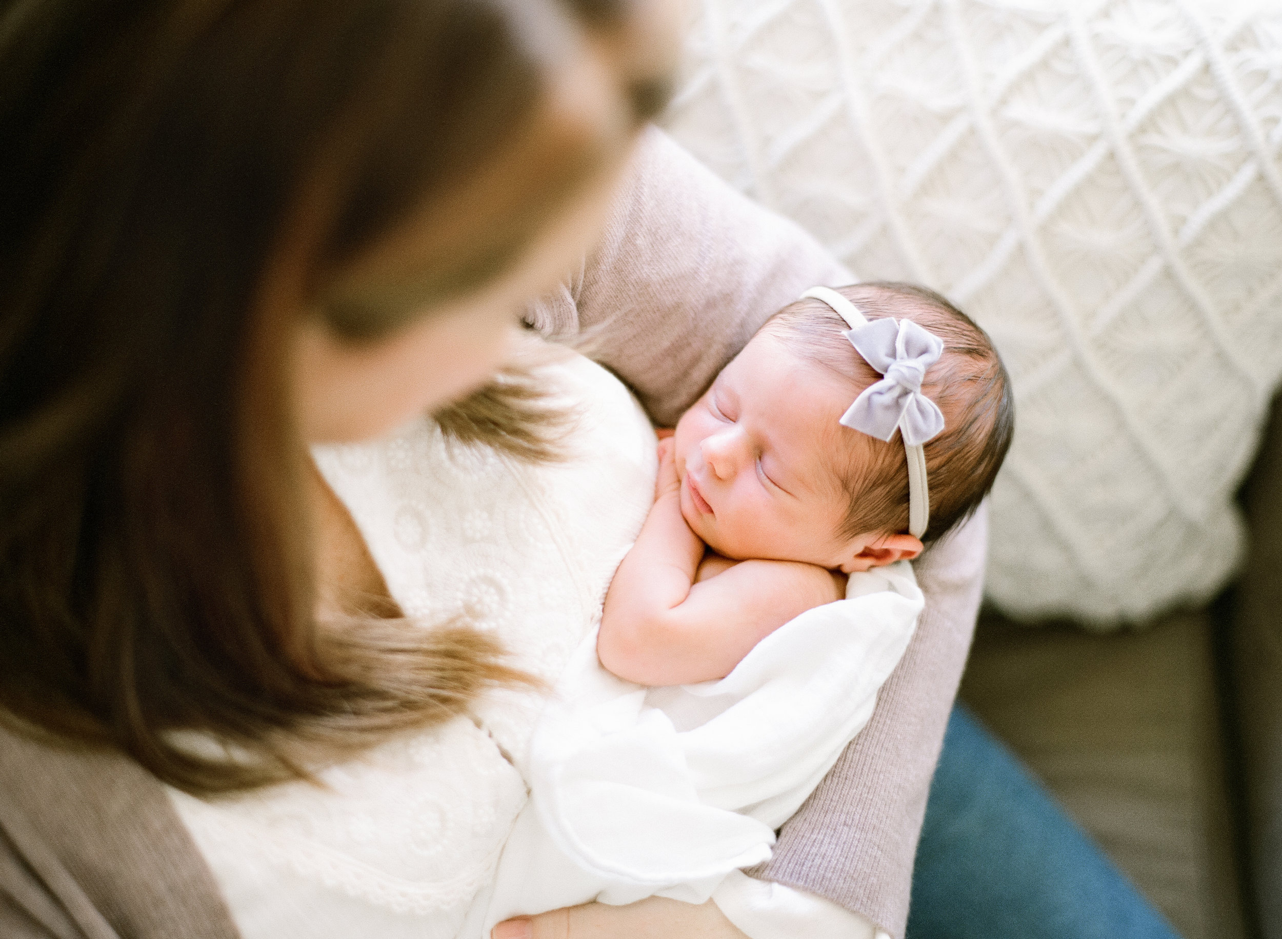 lifestyle-photographer-film-newborn