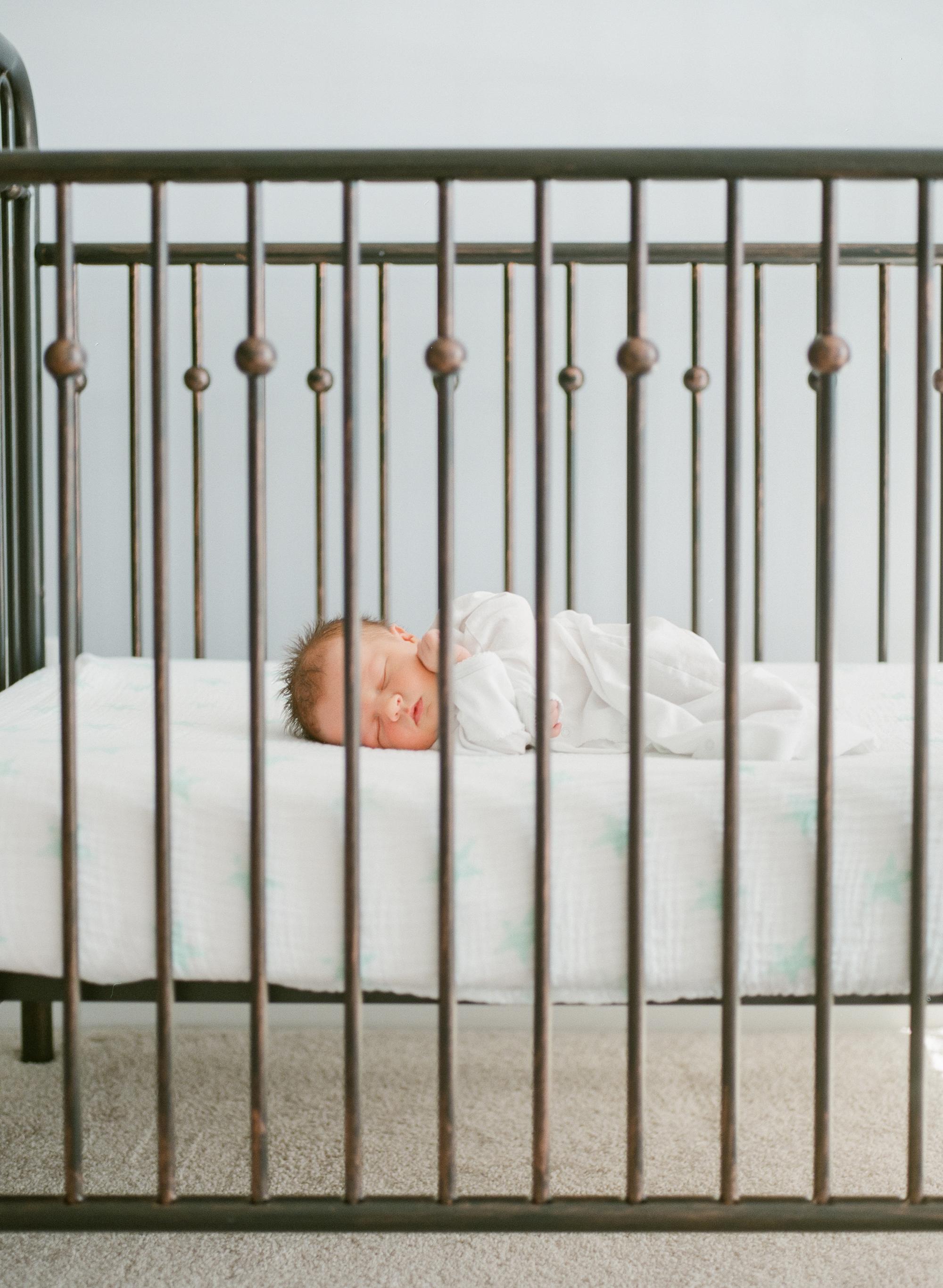 raleigh-lifestyle-newborn-photography-film