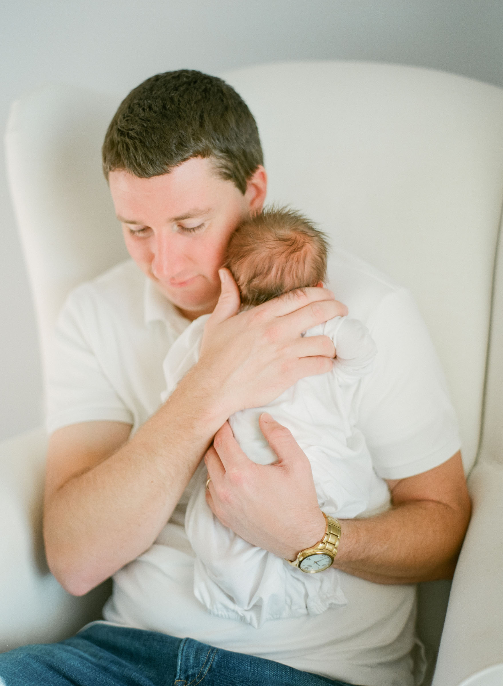 raleigh-lifestyle-dad-babies-baby-newborn-family-film-photographer-008