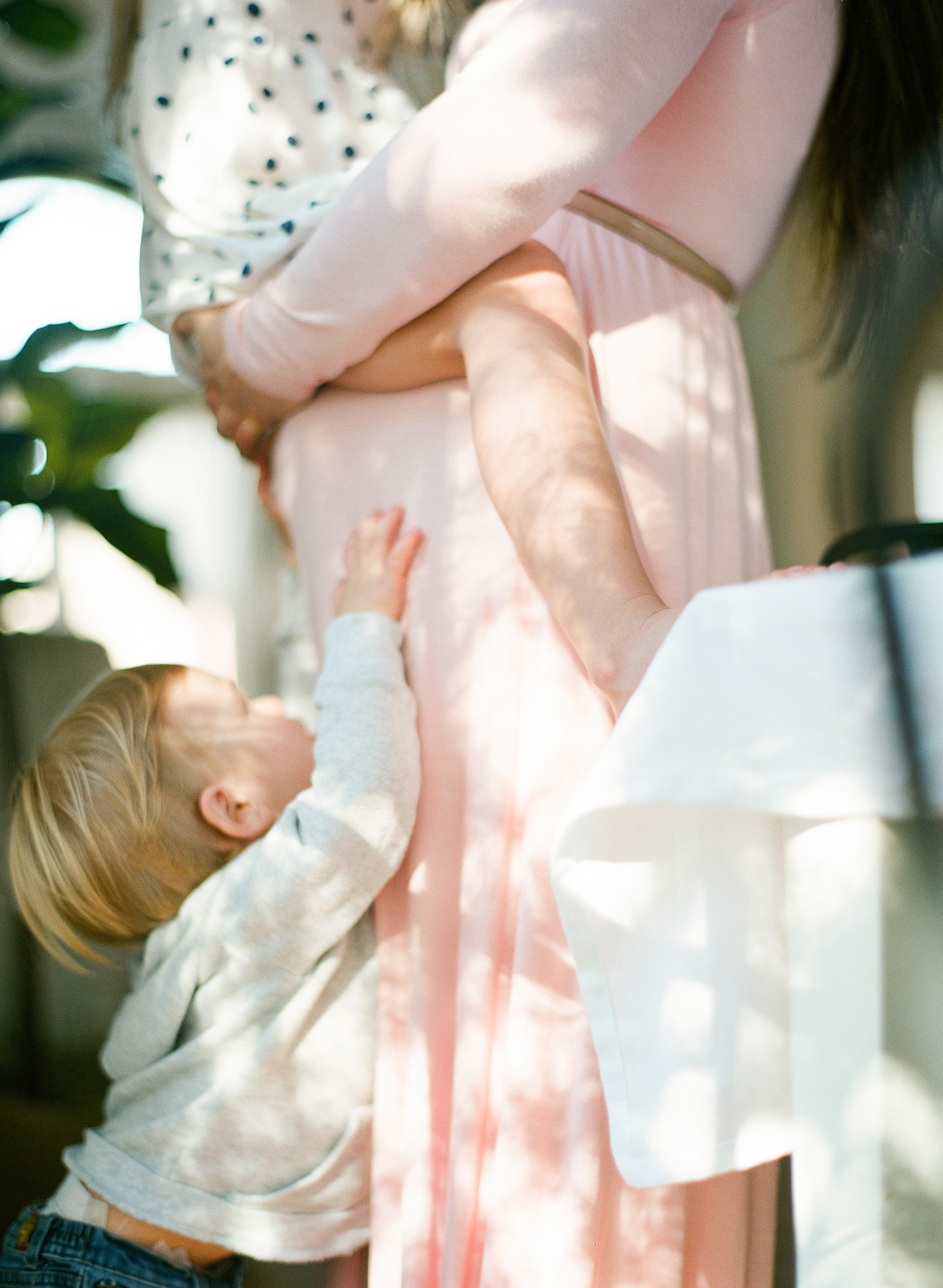 raleigh-family-film-photographer-home-session-maternity-baby-002