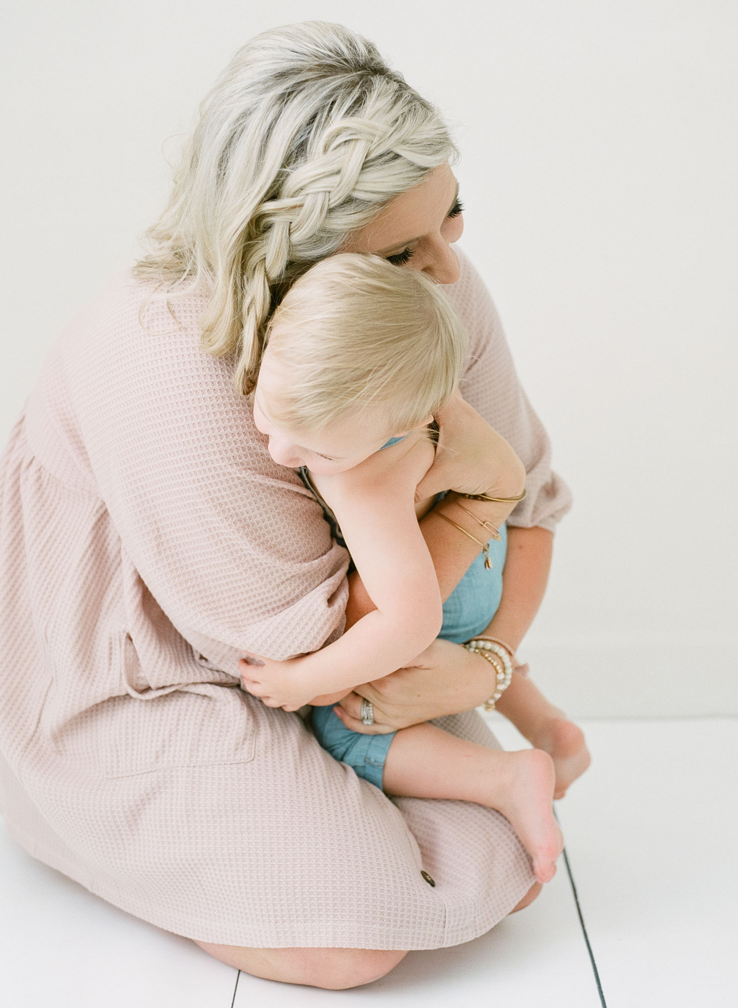 wake-forest-family-photographer-studio-session-motherhood-003