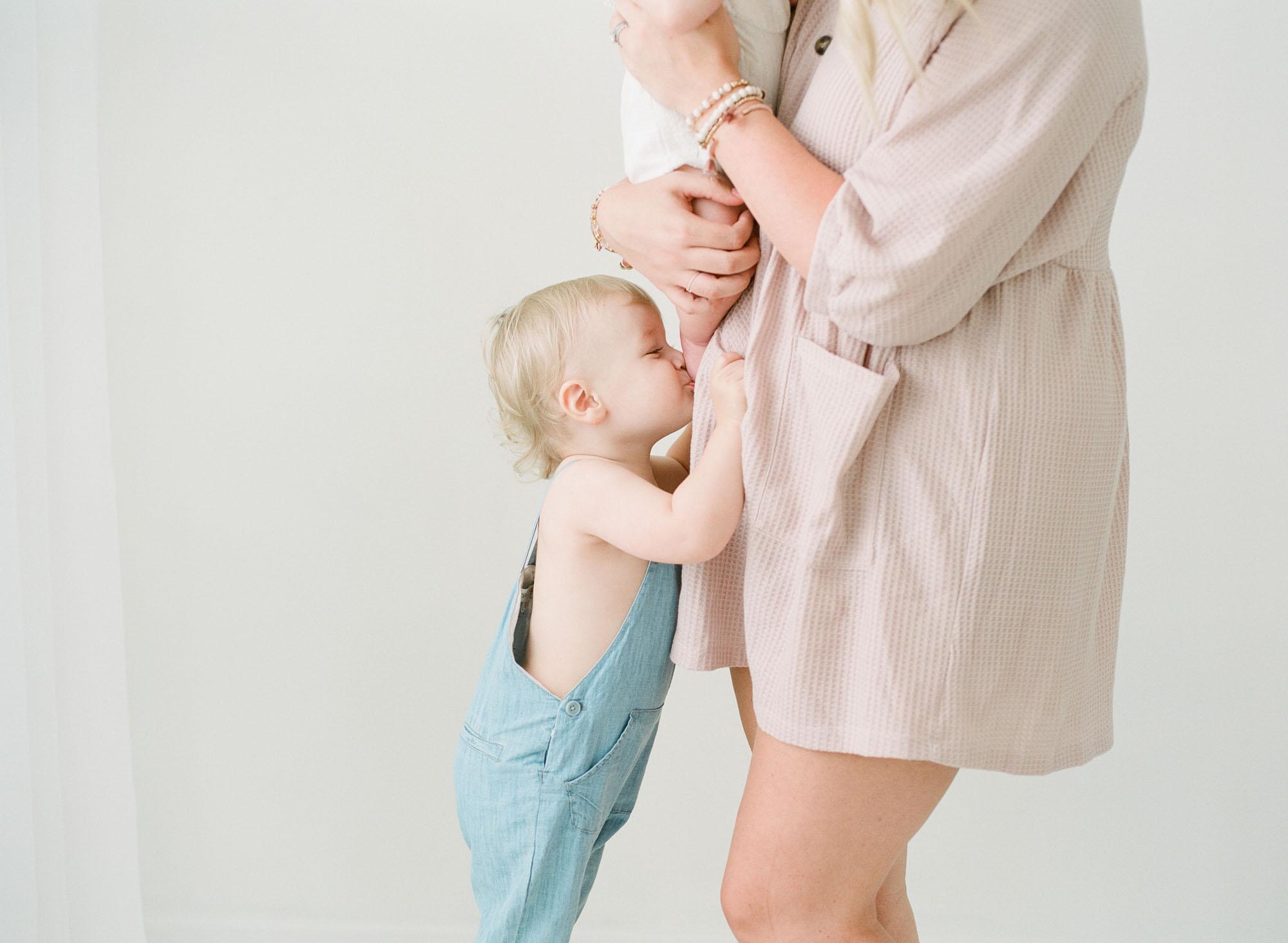 wake-forest-family-photographer-studio-session-motherhood-006