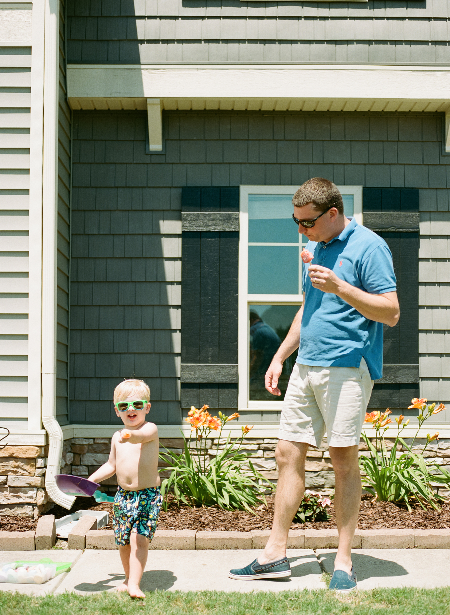 raleigh-family-photographer-home-session-summer-documentary-photographer-001