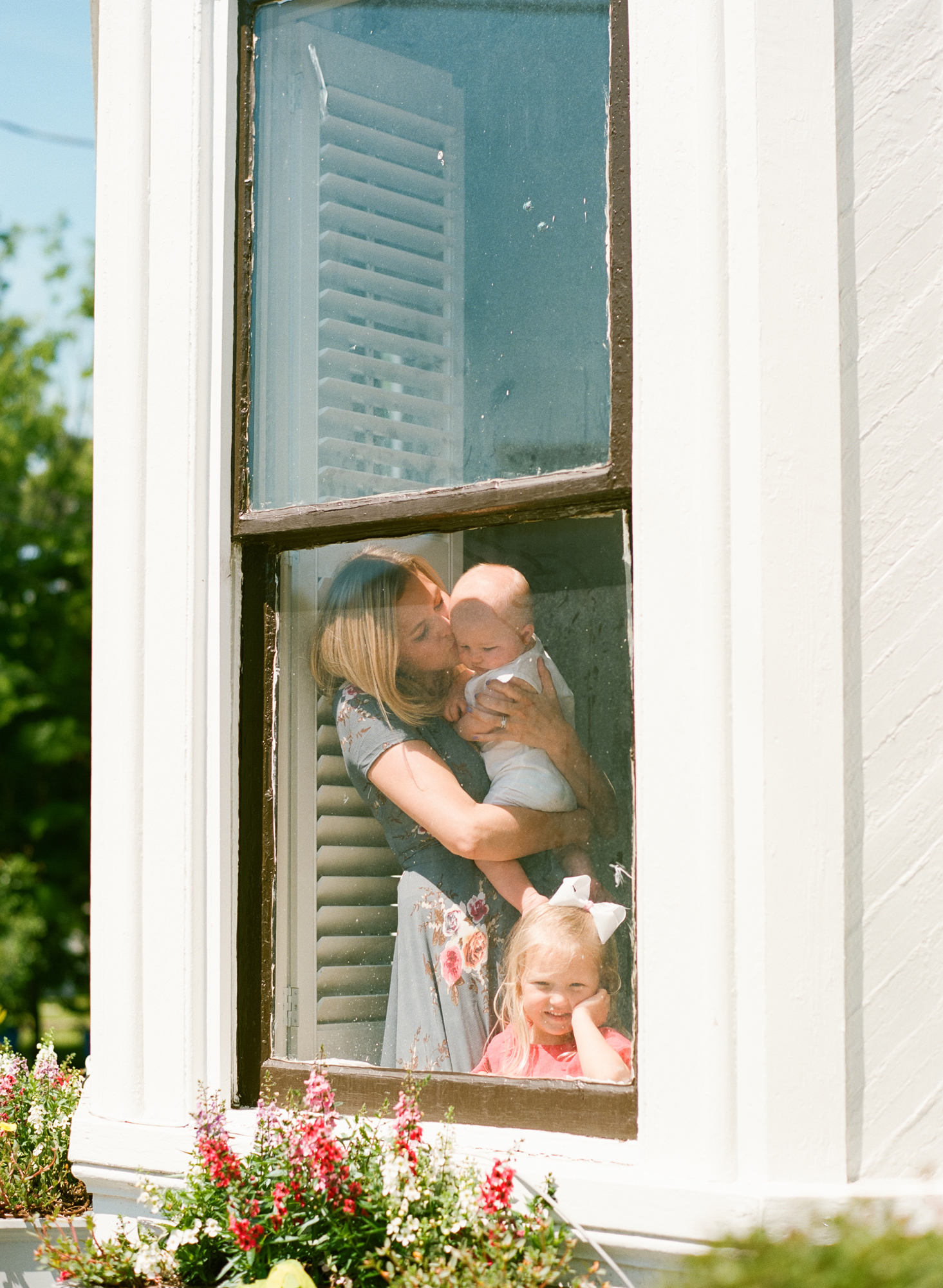 raleigh-family-photographer-lifestyle-session-in-home-photography