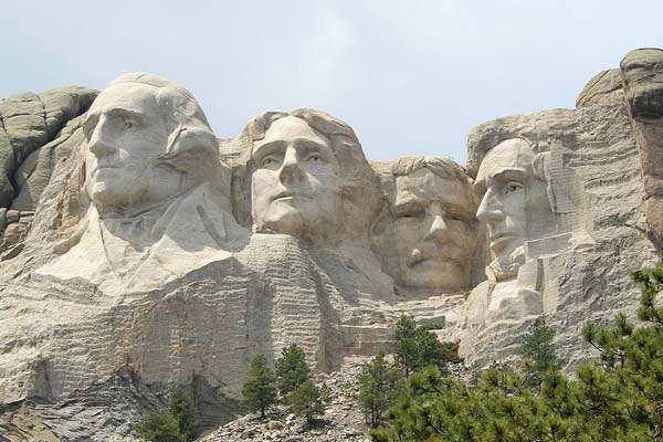 Local Attractions: Mount Rushmore  | Cedar Wood Inn | Deadwood, SD