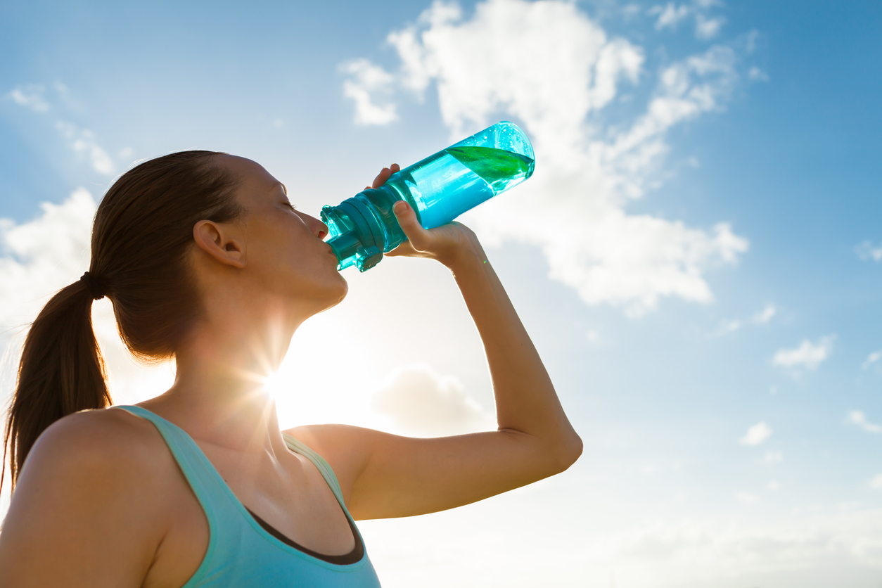 After you are done working out, rehydrate with 2 to 3 cups of water for every pound you lost during the workout. Not in the habit of weighing yourself before and after a workout? Make sure you rehydrate with several cups of water after your workout.