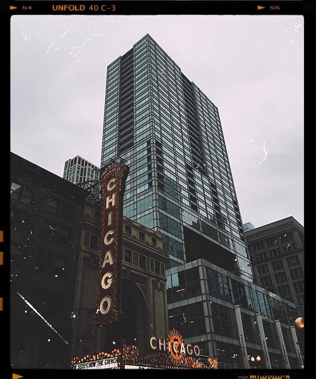 Continually captivated by the beauty and energy of this city. There is something so beautiful about exploring a place I know so well and yet experiencing the wonder of it all over again. . Forever falling in love with you, Chicago. . #distinctmoments