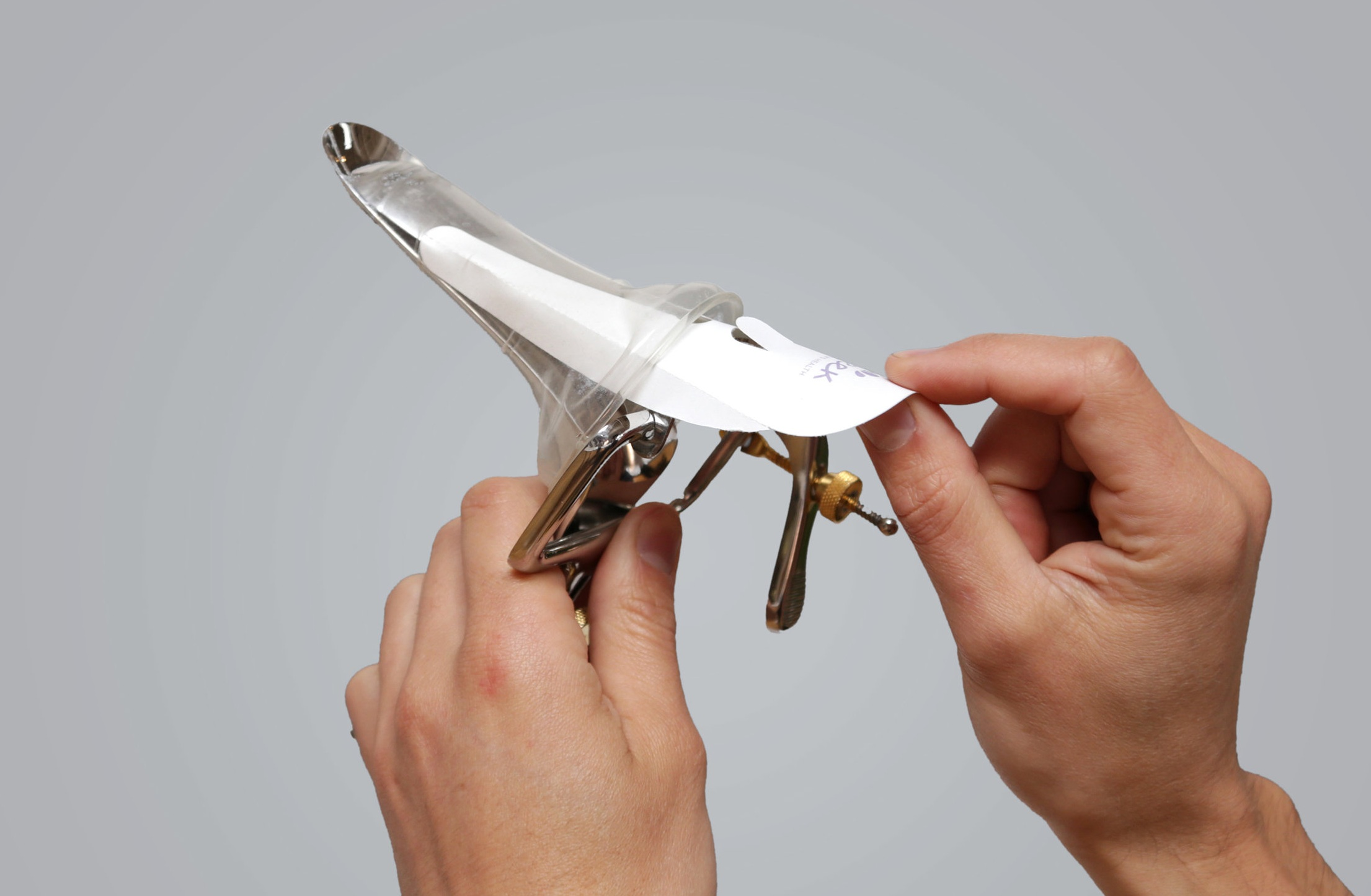 Paper applicator ensures quick and easy placement on speculum.