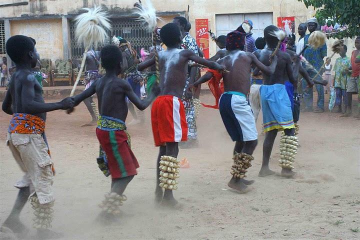 BVC Togo 2010 boys dancing.jpg