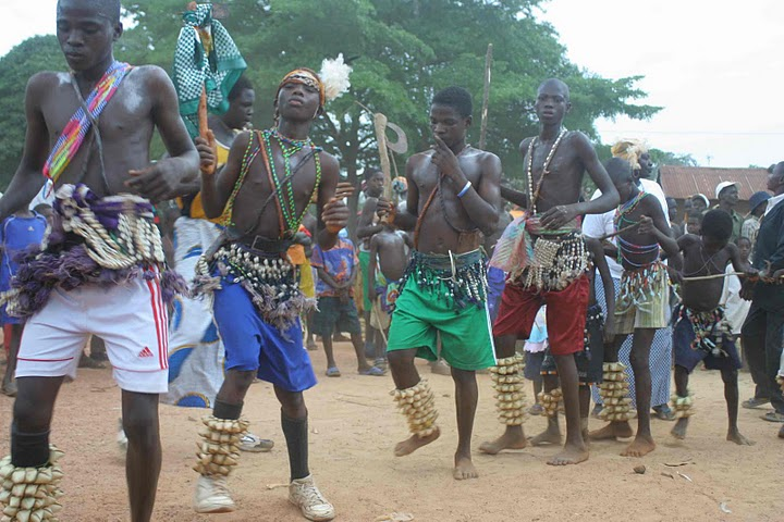 BVC Togo 2010 middle boys dancing.jpg