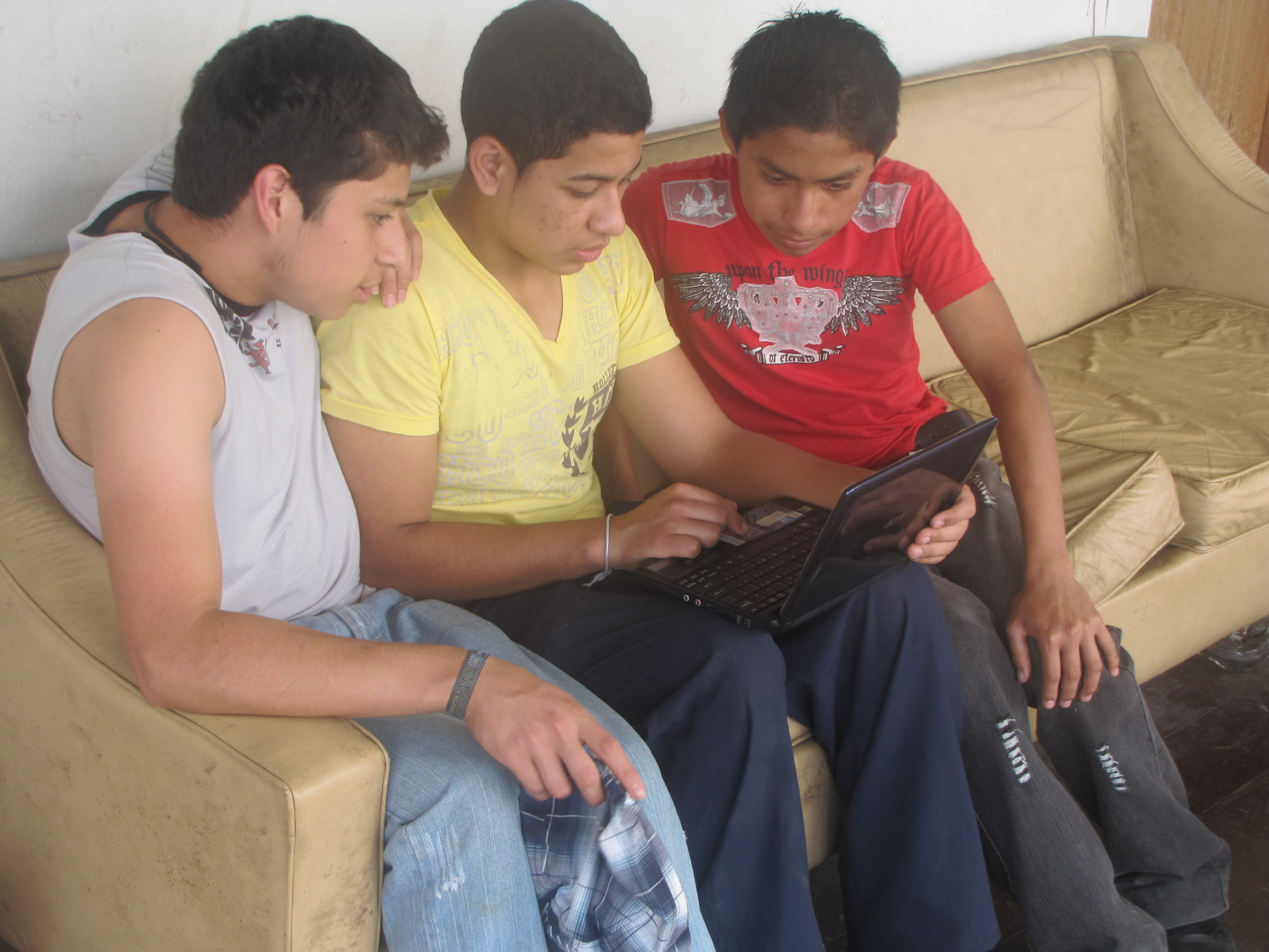 BVC Coban 2010 kids with computer.JPG